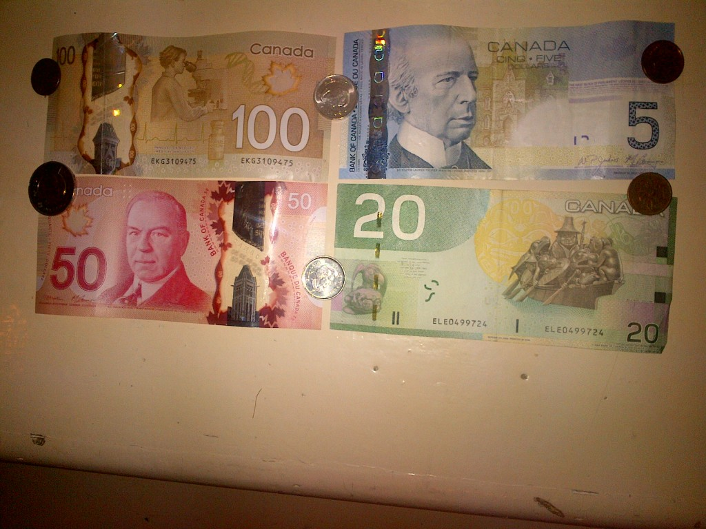 picture of Canadian money